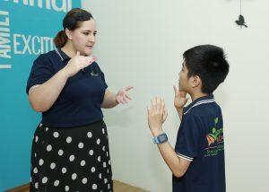 Tiểu học - Lứa tuổi có thể nói tiếp thu Tiếng anh tốt nhất